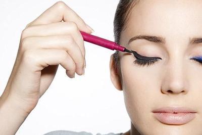 3 Tampilan Berbeda Menggunakan Eyeliner Spidol dari Maybelline Hypersharp