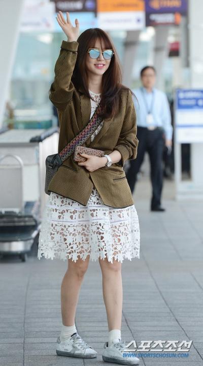 Inspirasi Fashion Saat Traveling Ala Yoon Eun Hye yang Bisa Kamu Tiru