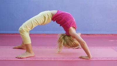 3 Gerakan Yoga ini Ampuh Menambah Tinggi Badan Anak, Para Orangtua Harus Coba!