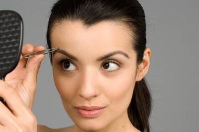 Mencabut Atau Mencukur Alis? Ini Dia Tips Membentuk Alis yang Perlu Kamu Tahu!