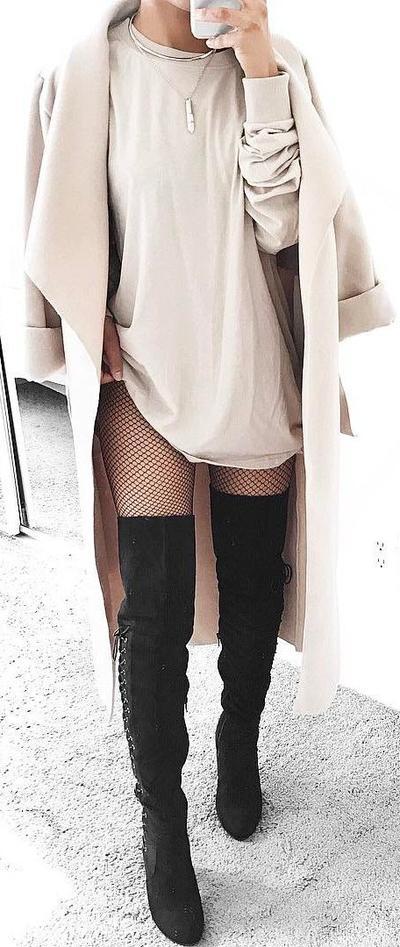 Ini Dia 4 Inspirasi Fashion Agar Penampilan Kamu Makin Stand Out Menggunakan Fishnet Stocking Ini!