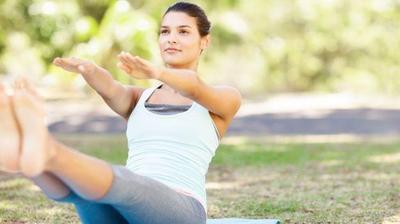Sempurnakan Program Dietmu dengan 6 Gerakan Yoga Berikut!