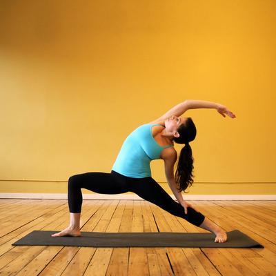Mau Mengecilkan Paha dan Betis? Lakukan Saja 4 Gerakan Yoga Ini!