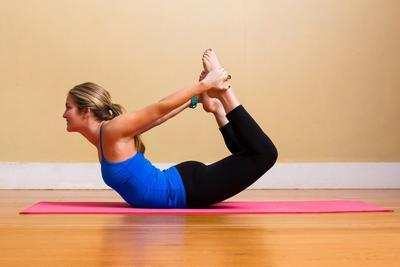 Lakukan 4 Gerakan Yoga Ini Secara Rutin untuk Payudara Kencang nan Seksi!