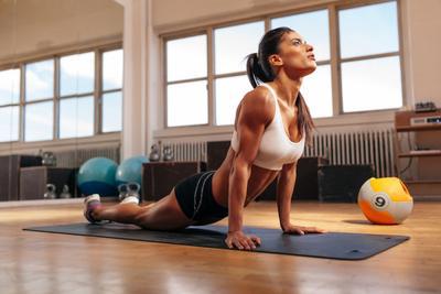 Ladies, Lakukan 5 Gerakan Yoga Ini untuk Membuang Lemak Berlebih di Perutmu!