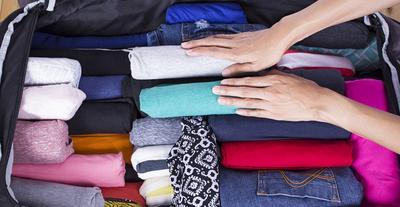 3. Menggulung Baju