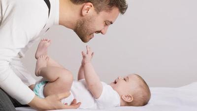 Libatkan Suami Saat Merawat Si Kecil