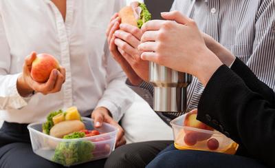 Perbaiki Asupanmu dengan Tips Makan Siang Sehat Ini!