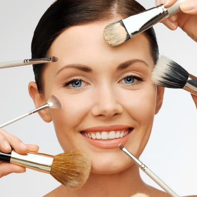 Ladies, Inilah 5 Kuas Make Up yang Wajib Dimiliki Pemula