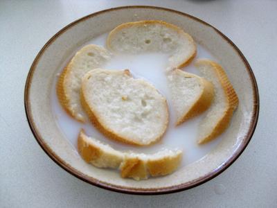 Wajib Coba! Ini Resep Tim Roti Sayur untuk Si Kecil yang Enggak Suka Makan Sayur