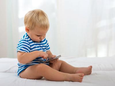 4 Cara yang Wajib Kamu Lakukan untuk Mengatasi Bayi yang Selalu Berkeringat