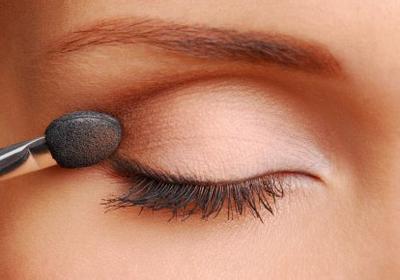 Pemilik Kulit Sawo Matang, Yuk Intip Tips Makeup Natural Ini untuk Tampil Cantik Saat Bukber!