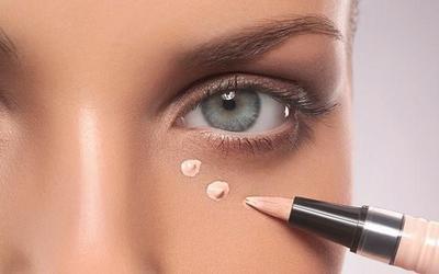 Cara Benar Menggunakan Concealer untuk Menutupi Lingkaran Hitam di Wajah