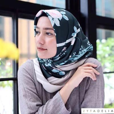 Ingin Gaya Hijab yang Praktis dan Stylish? 4 Tutorial Jilbab Segi Empat Ini Cocok Untuk Kamu!