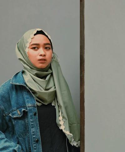 3 Style Hijab Pashmina yang Paling Cocok untuk Wajah Bulat