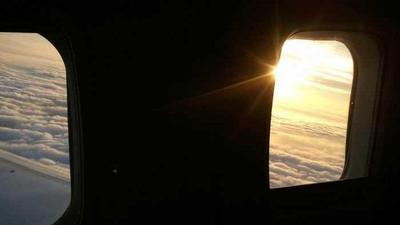 Buat yang Suka Bepergian, Ini Cara Menentukan Waktu Buka Puasa Saat di Pesawat!