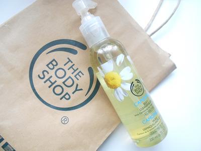 Wajah Bersih dan Ternutrisi Berkat Cleansing Oil Aroma Camomile Ini