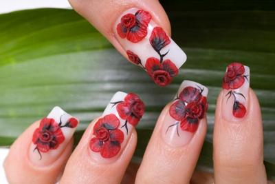 Cantik! Intip 4 Inspirasi Nail Art Bunga yang Bagus Untukmu Ini Yuk!