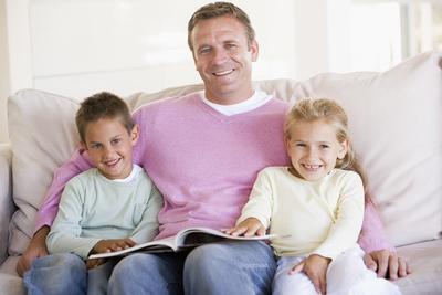 4. Redam Konflik dengan Mengalihkan Perhatian Anak