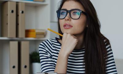 Ini Dia Tips Memilih Kacamata Sesuai Model Rambutmu!
