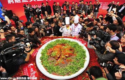 Wow, Makanan Porsi Jumbo Pemecah Rekor Dunia Ini Akan Bikin Kamu Tercengang!