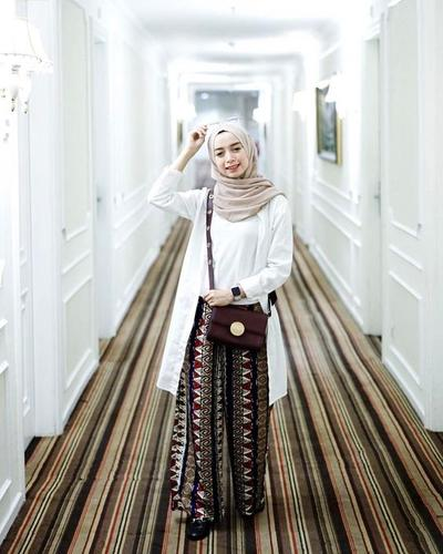 Inspirasi Padu Padan Celana Kulot Hijab untuk Tampil Lebih Stylish Ala Selebgram