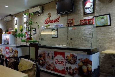 4) Kedai Es Krim dan Es Puter Brasil