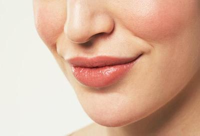 Lipstik Matte Wardah Buat Si Pemilik Bibir Gelap!