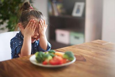 Anak Enggak Doyan Makan Sayur dan Buah? Ini 4 Cara Menyiasatinya!