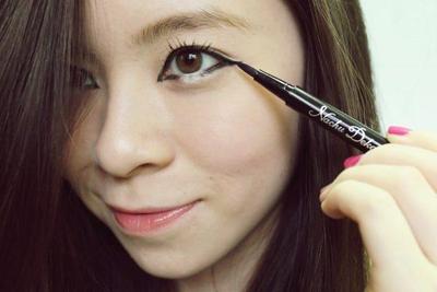 Tanpa Operasi Plastik, Ubah Mata Sipit Menjadi Besar dengan 5 Tips Eyeliner Ini!