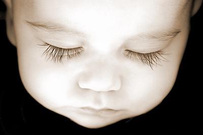 2) Oleskan Minyak Zaitun Sebelum Bayi Tidur