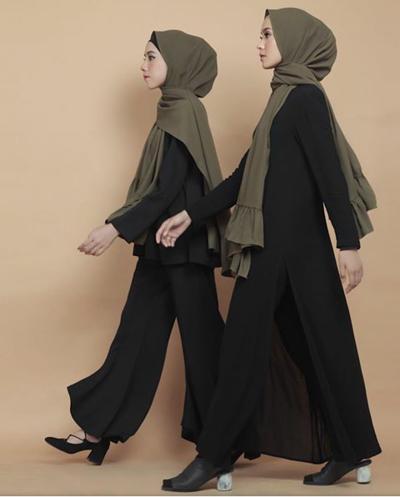 Padu Padan Warna Hijab Hijau Army dengan Outfit Hitam