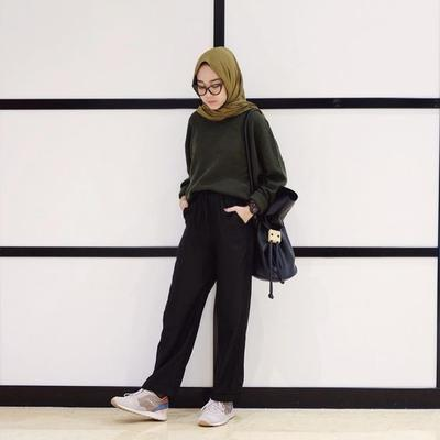 5 Paduan Warna Baju yang Paling Cocok dengan Hijab Warna Hijau Army