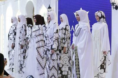 Ladies, Saatnya Tampil Anggun di Hari Lebaran dengan Baju 'Mandjha' by Ivan Gunawan