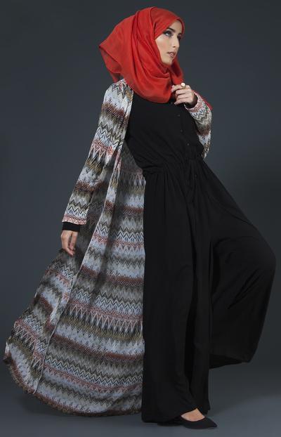 Padu Padan Warna Hijab Oranye dengan Warna Hitam