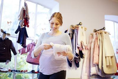 4) Membeli Perlengkapan Bayi