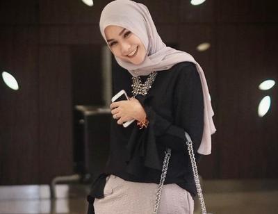Ladies, Jadikan Style Hijab Ala Zaskia Adya Mecca Sebagai Inspirasi Hijab Lebaran Kamu Yuk!