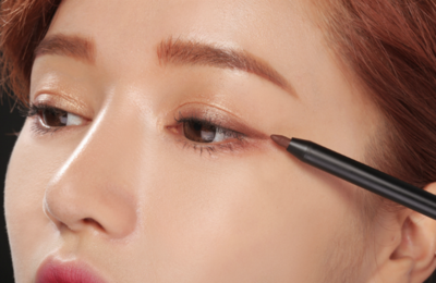 Gunakan Eyeliner Cokelat