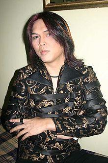 3 Penyanyi Indonesia Pria Bergenre Rock Legendaris yang Paling Karismatik
