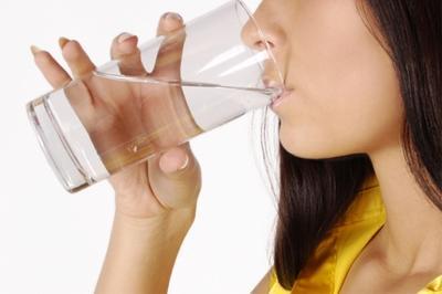 4. Minum Air Putih 8 Gelas