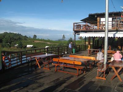 Bersantai dengan Pemandangan Alam yang Indah? Wajib ke 4 Cafe Ini