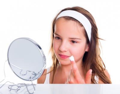 Dandan ke Sekolah? Yuk Coba Tutorial Makeup ala Anak SMA yang Super Natural Ini!