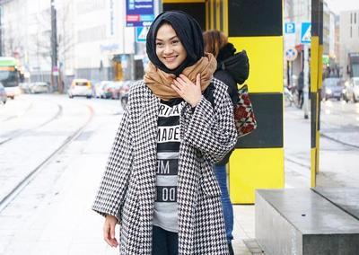 Inspirasi Outfit Agar Tampil Cantik dan Stylish Saat Musim Hujan untuk Hijabers