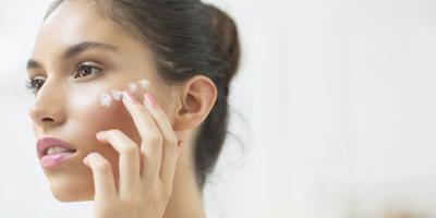 Ternyata, Begini Cara yang Tepat untuk Memakai Sunblock Pada Wajah yang Sudah Make Up