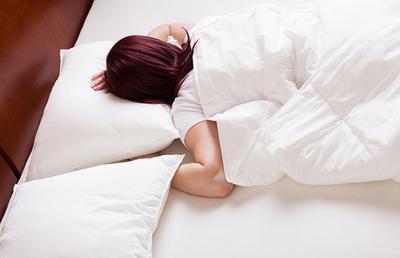 Hati-hati Ladies, 3 Posisi Tidur Ini Berbahaya Bagi Kamu dan Janinmu!