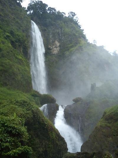 Bikin Takjub! Ini 7 Air Terjun Tertinggi di Indonesia!
