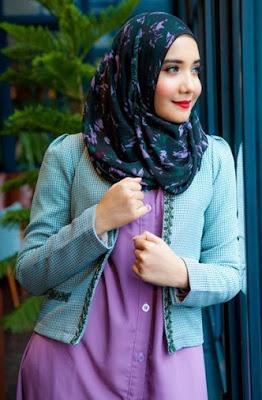 Style Hijab Motif ala Zaskia Sungkar