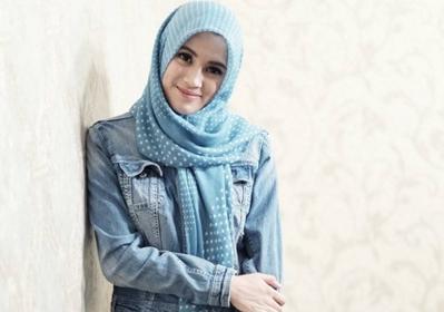 Style Hijab Motif ala Alyssa Soebandono