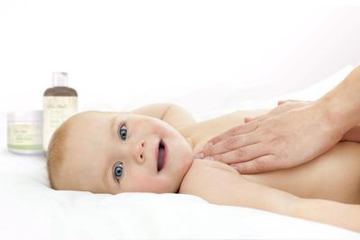 Jangan Panik! Ini Cara Alami Mengatasi Biang Keringat Pada Bayi
