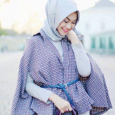 Ladies, Ini 5 Tips Fashion Perpaduan Baju dan Hijab Warna Biru yang Akan Membuatmu Tampil Stylish!